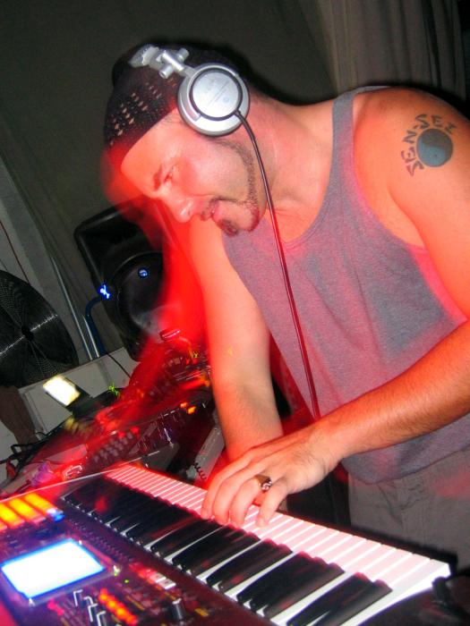 Gemini Supertwin Underground party - 06/19/04