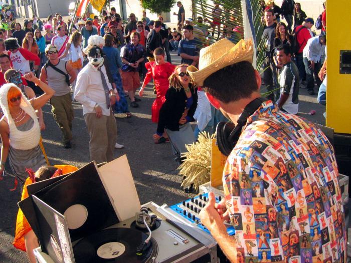 How Weird Street Fair 2004