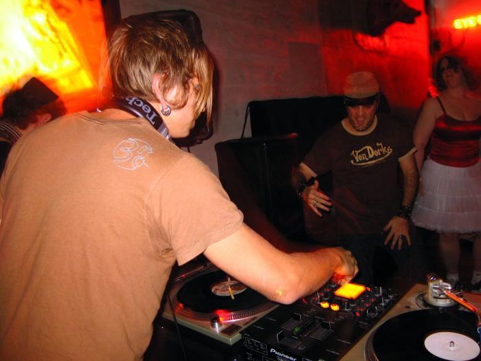 Newsbreakz HEARTBREAKZ @ Mighty - 02/11/05