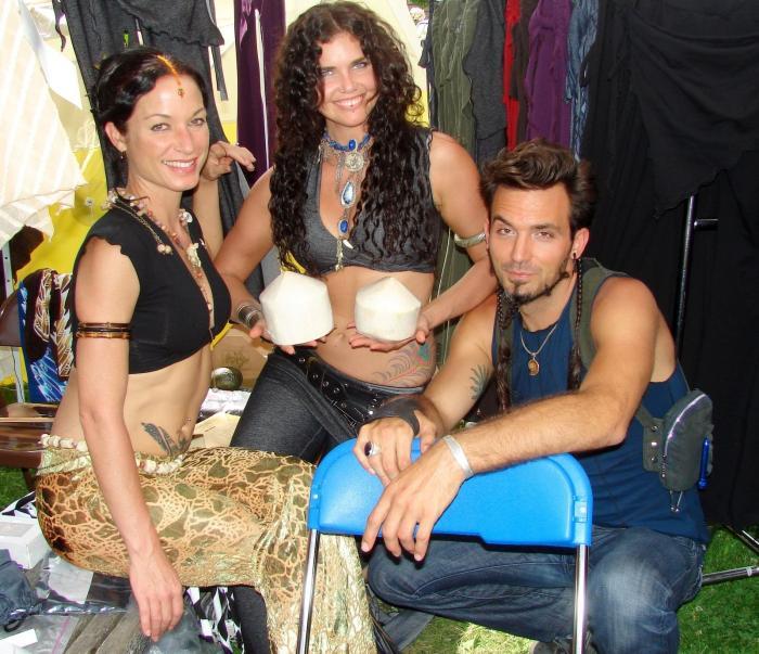 Melodia, Sabrina and dude, hot!