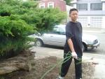 whoa!  lorenzo helpin w/ yardwork